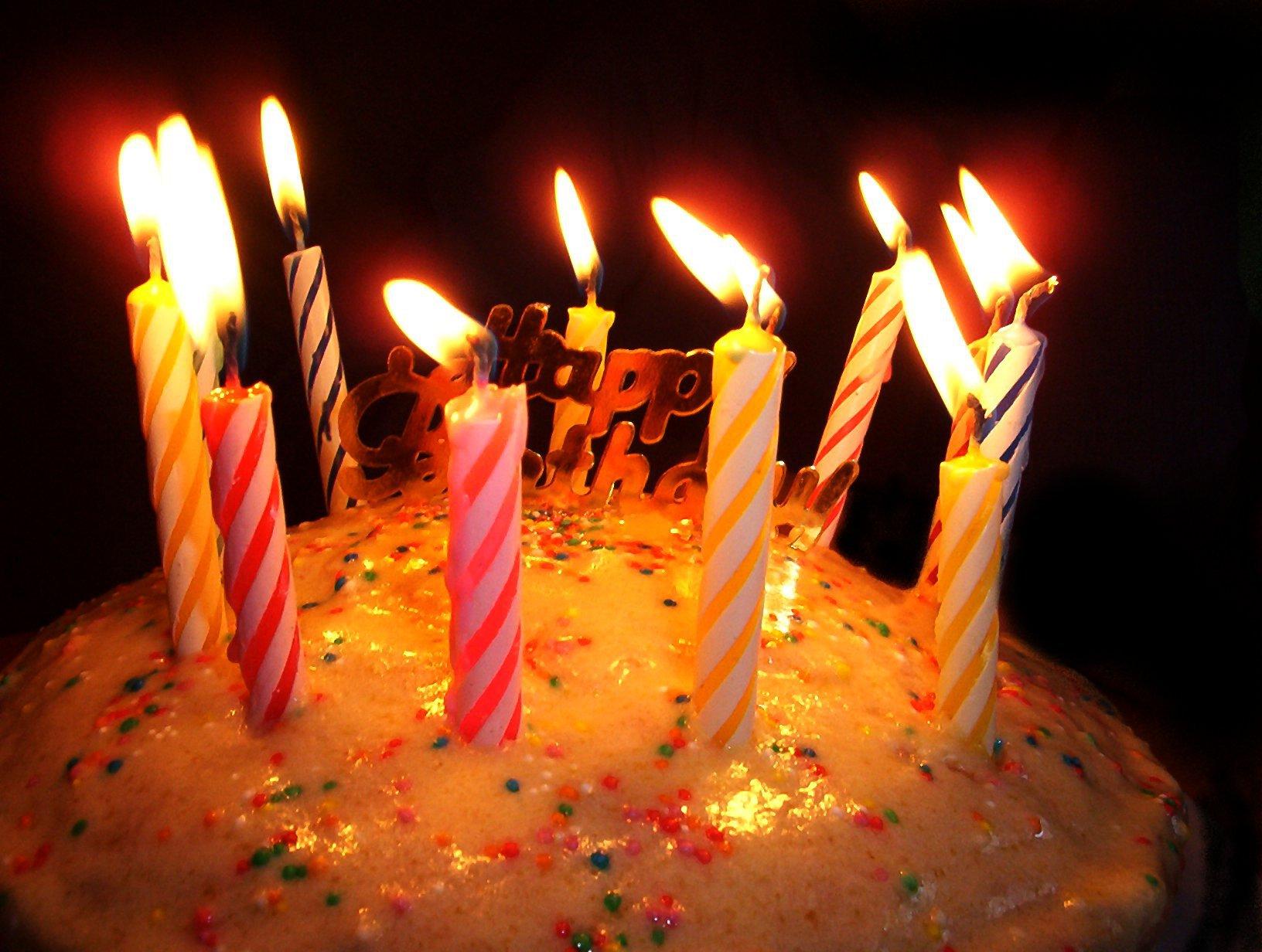 Торт на день рождения лучший подарок - С Днем Рождения поздравительные картинки