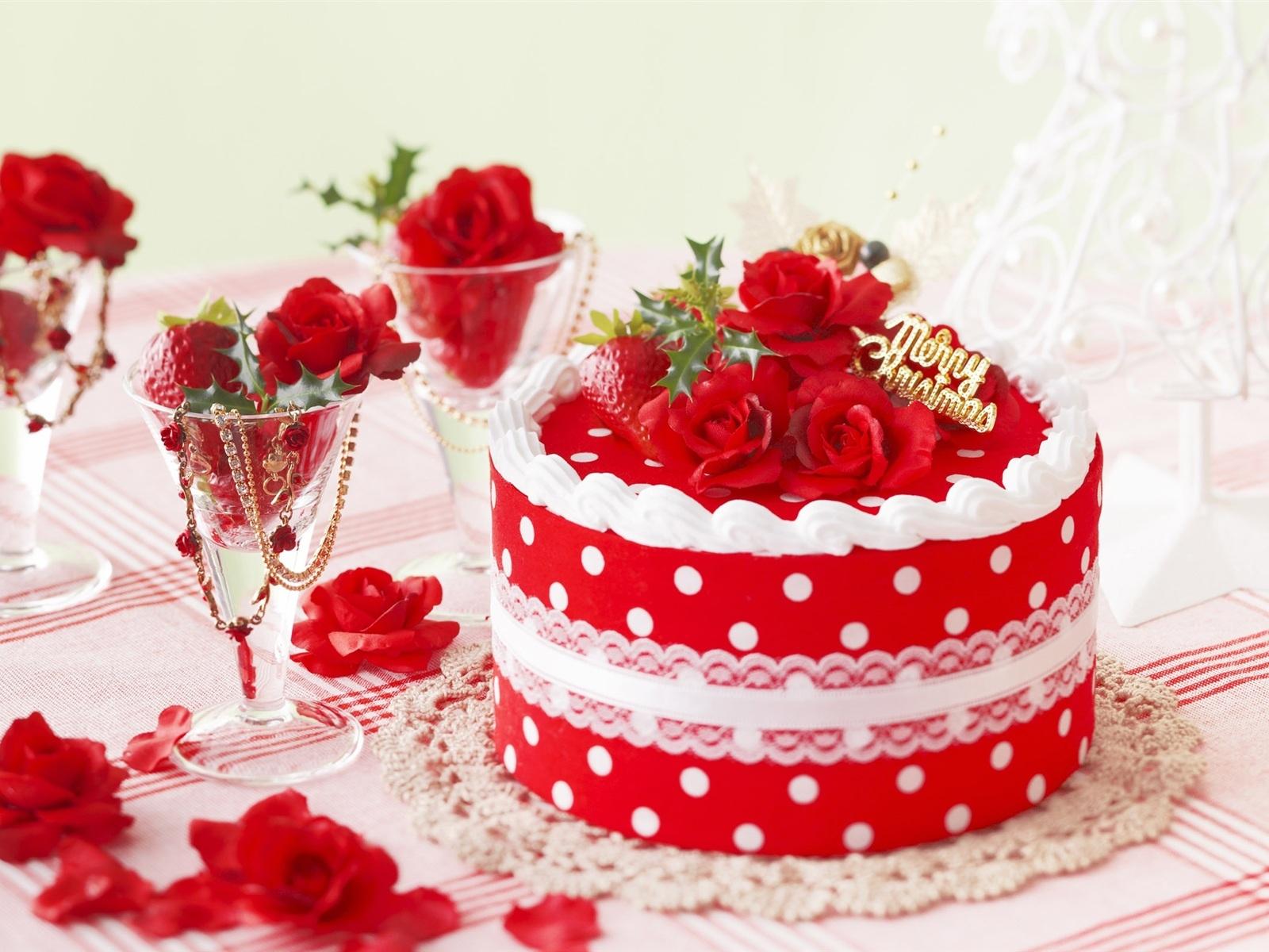 Красивый вкусный торт в день рождения - С Днем Рождения поздравительные картинки