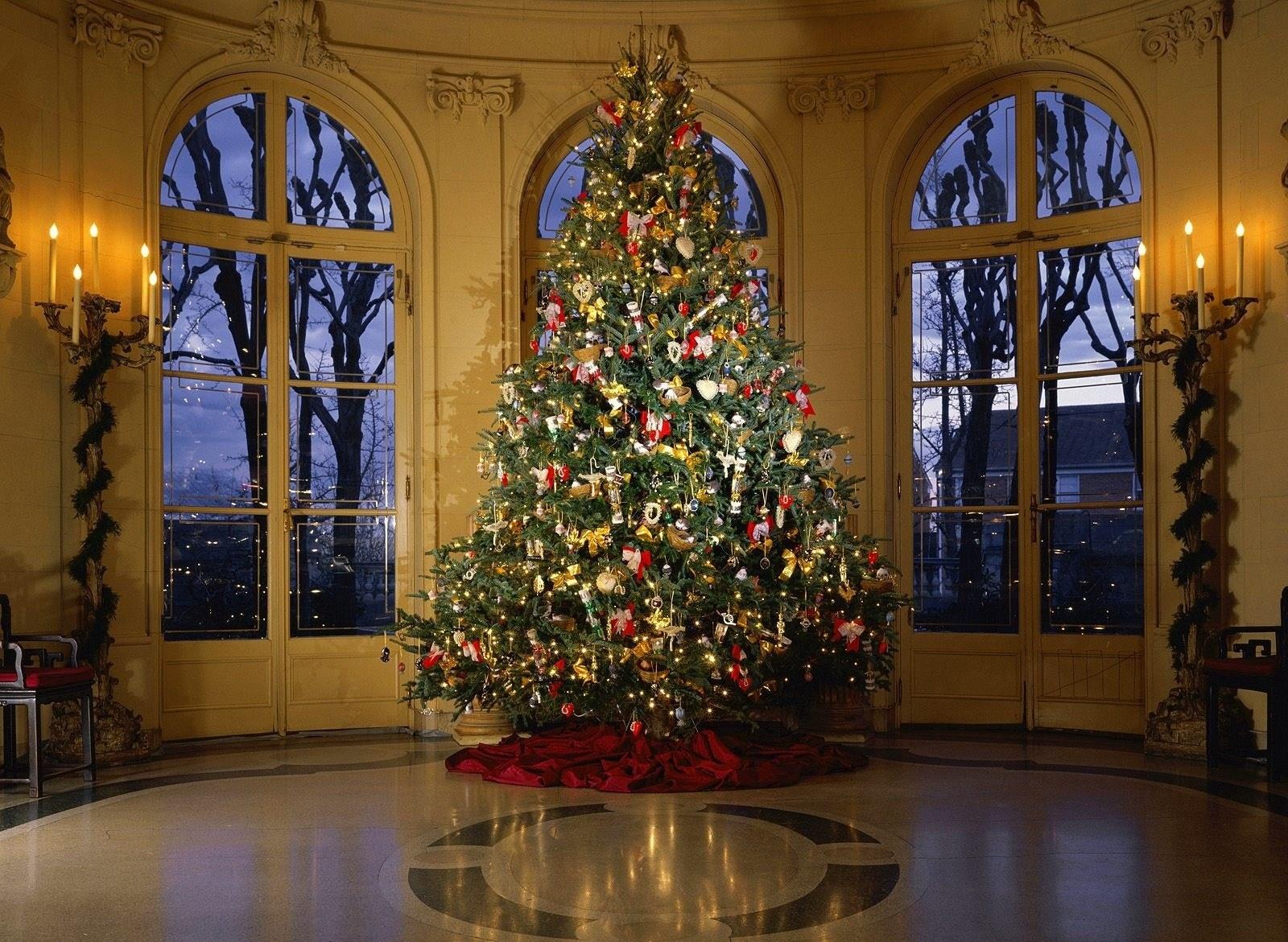 Украшенная елка - C наступающим новым годом 2017 поздравительные картинки