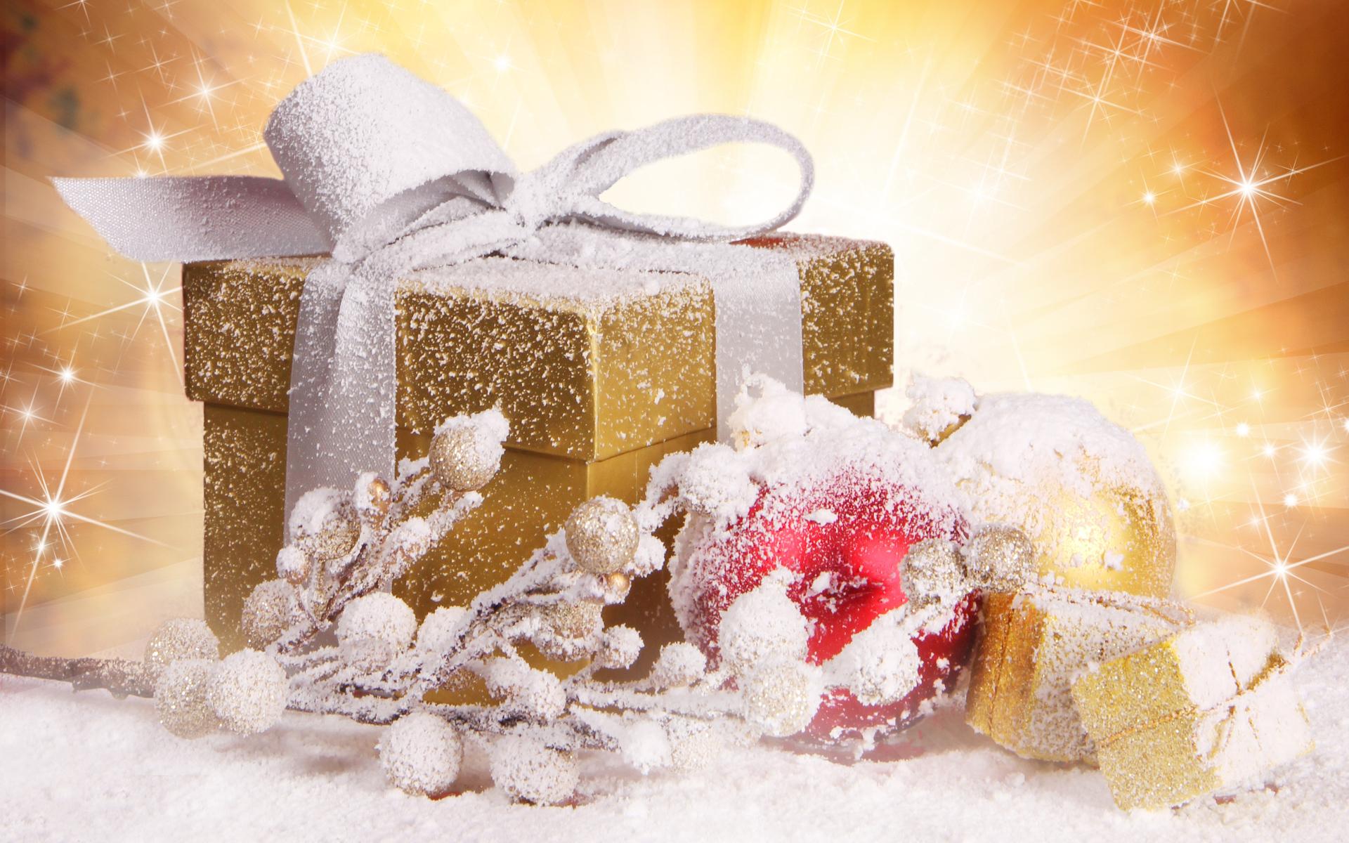 Золотая коробка с подарком - C Рождеством Христовым поздравительные картинки