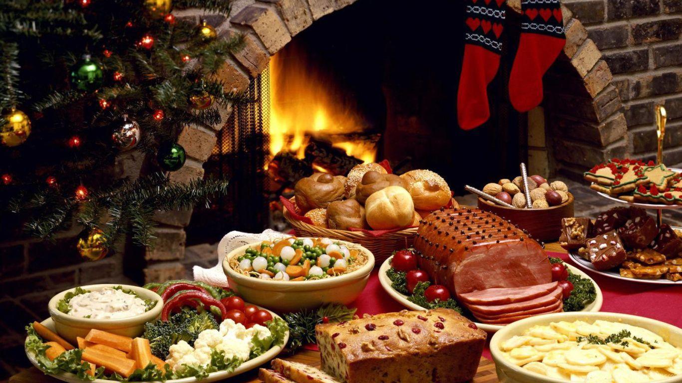 Праздничный стол и камин на рождество - C Рождеством Христовым поздравительные картинки