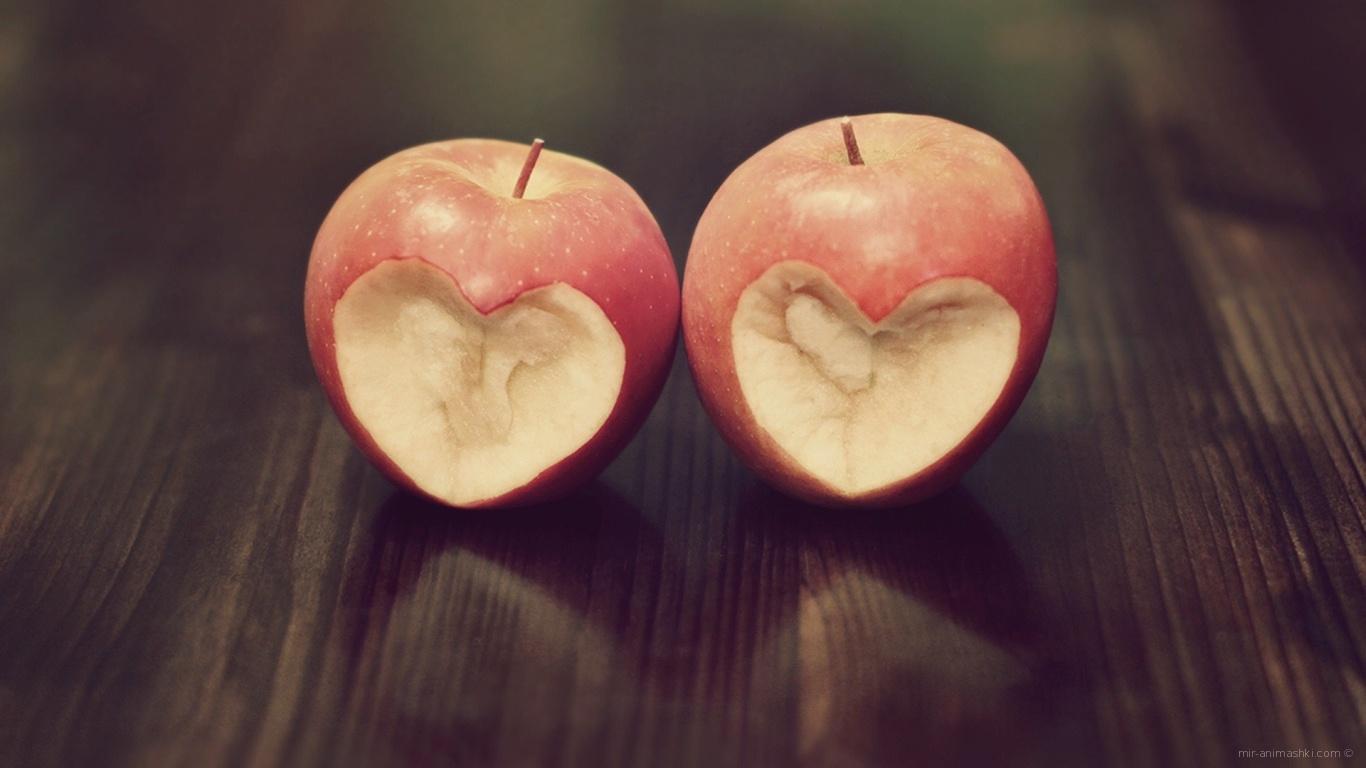 Сердечки на яблоках - С днем Святого Валентина поздравительные картинки