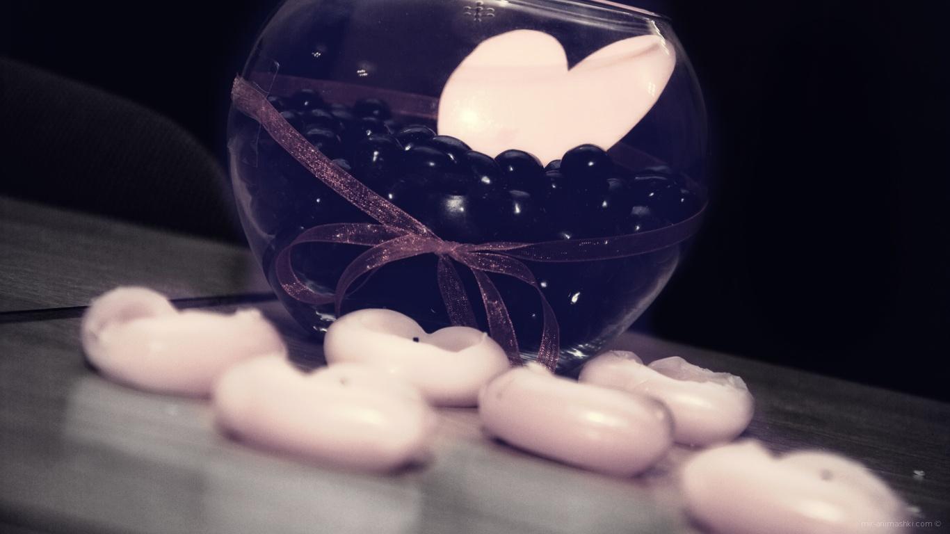 Сердце в чаше на День Влюбленных 14 февраля - С днем Святого Валентина поздравительные картинки