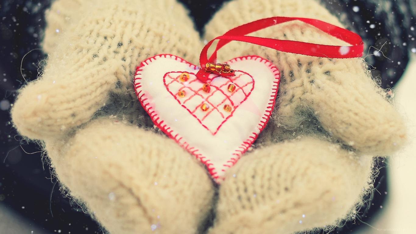 Сердце в руках на День Святого Валентина 14 февраля - С днем Святого Валентина поздравительные картинки