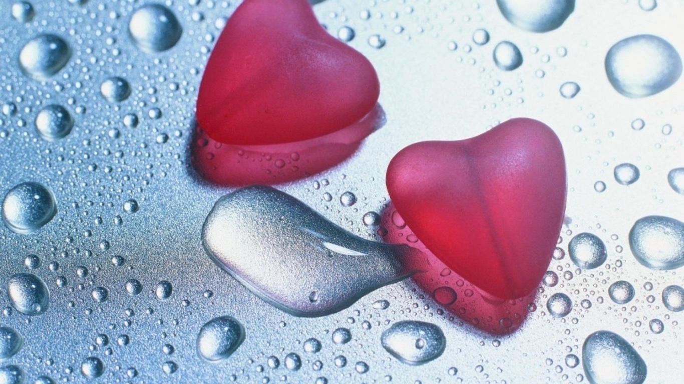 Сердца на влажном стекле на День Влюбленных 14 февраля - С днем Святого Валентина поздравительные картинки