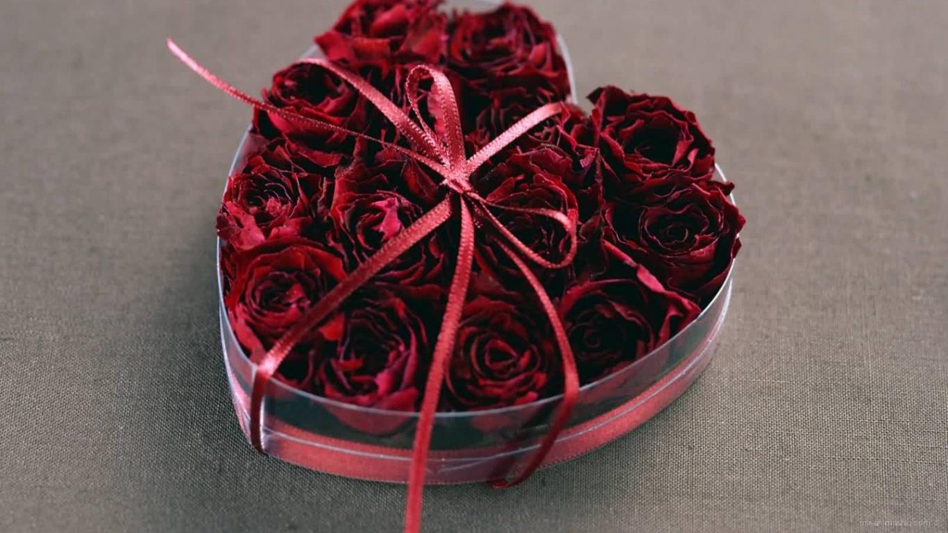 Подарок с розами на День Святого Валентина - С днем Святого Валентина поздравительные картинки