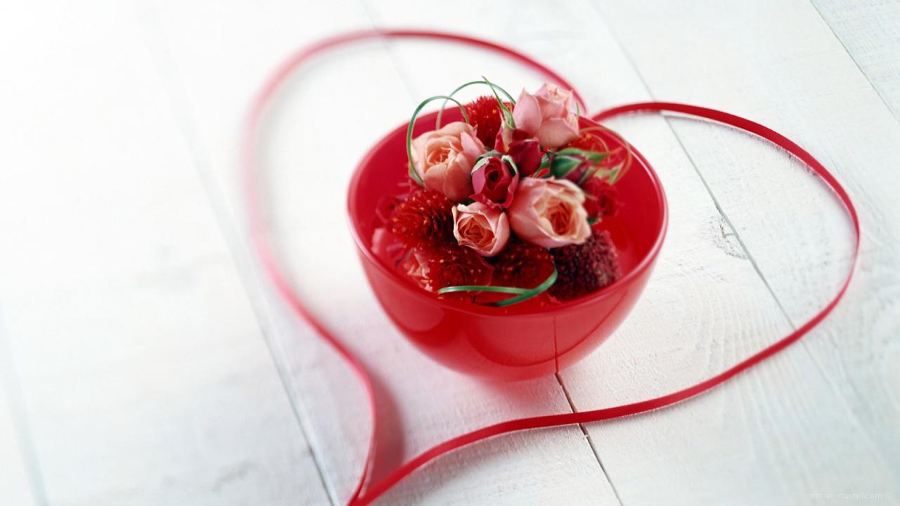 Сердечко в подарок - С днем Святого Валентина поздравительные картинки