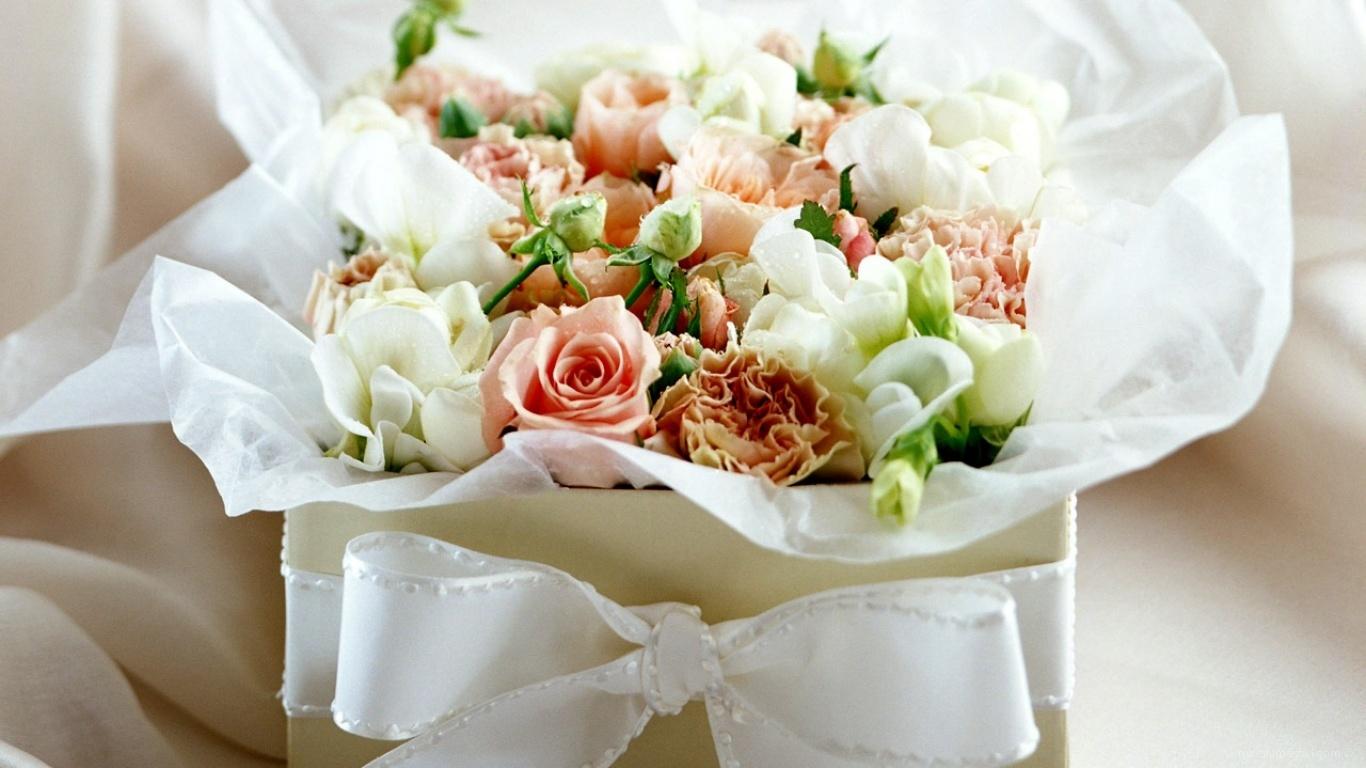 Коробка с цветами в День Св. Валентина - С днем Святого Валентина поздравительные картинки