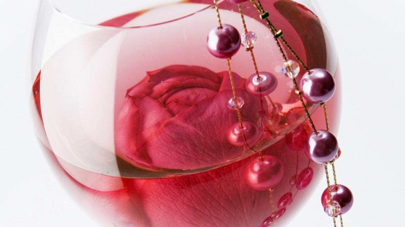 Роза в бокале на 8 марта - C 8 марта поздравительные картинки