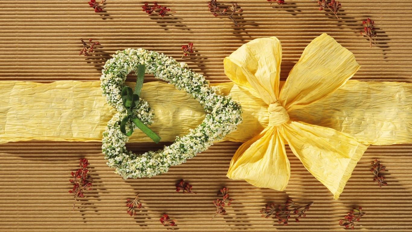 В подарок любимой женщине - C 8 марта поздравительные картинки
