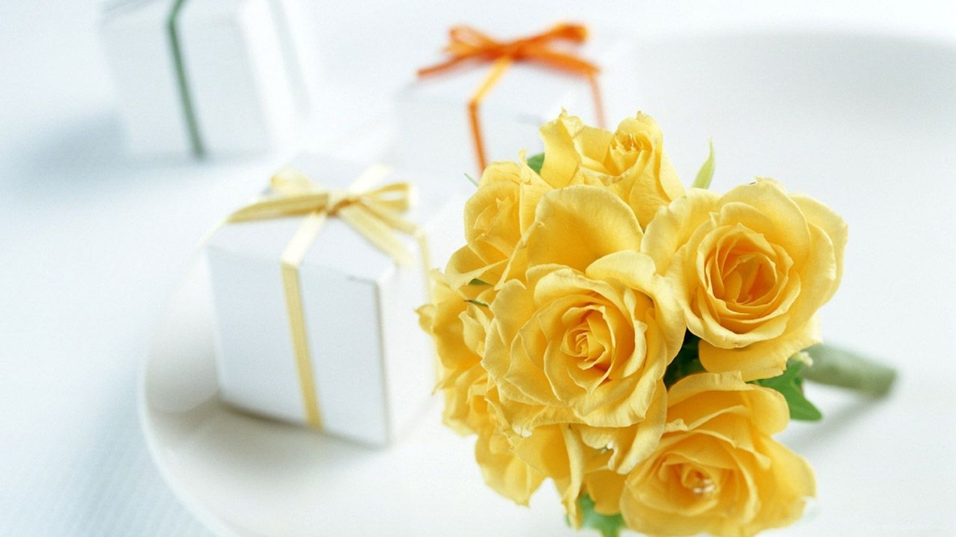 Жёлтые розы и подарки на восьмое марта - C 8 марта поздравительные картинки