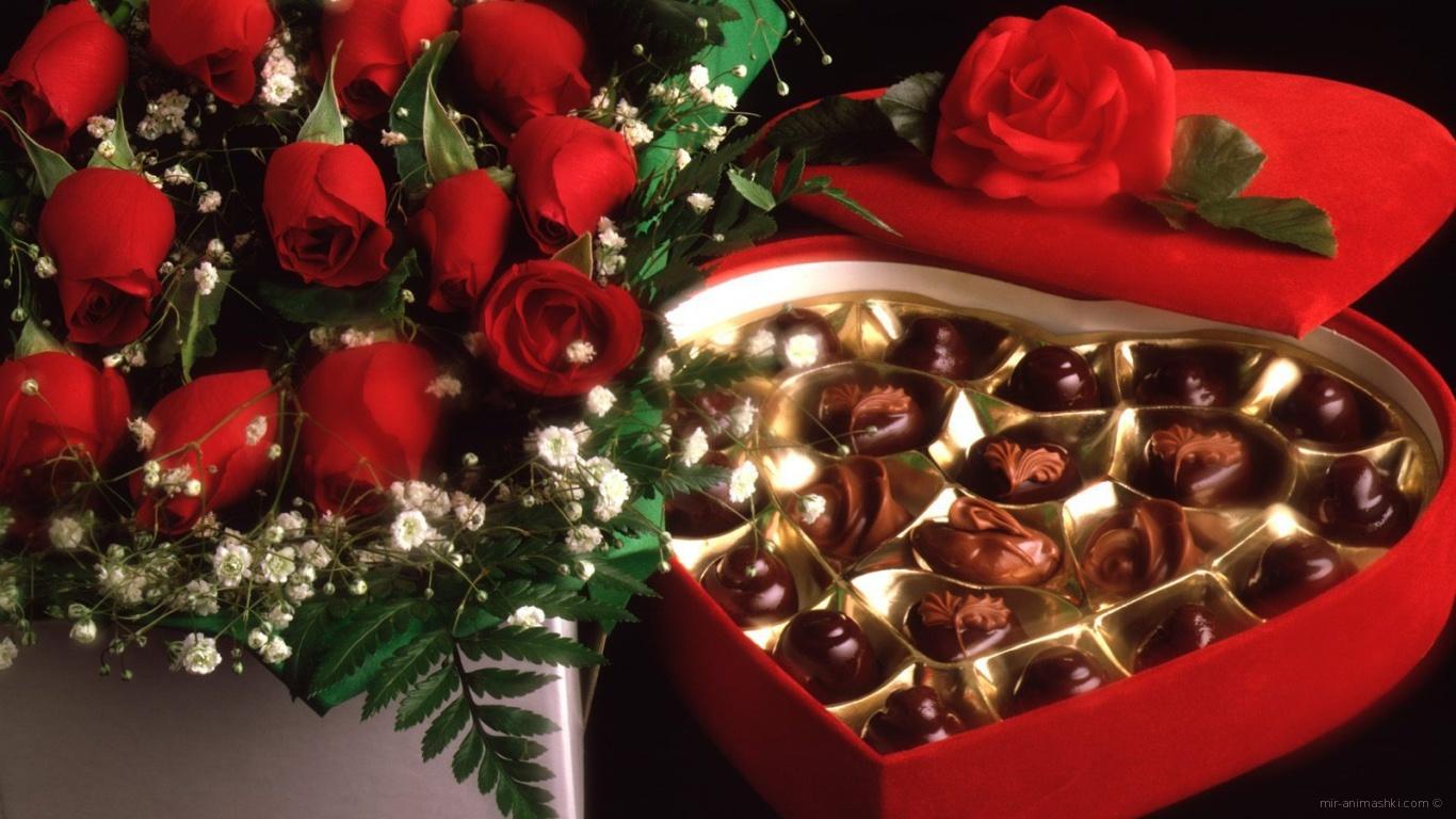 Красные розы на 8 марта с конфетами - C 8 марта, картинки, открытки