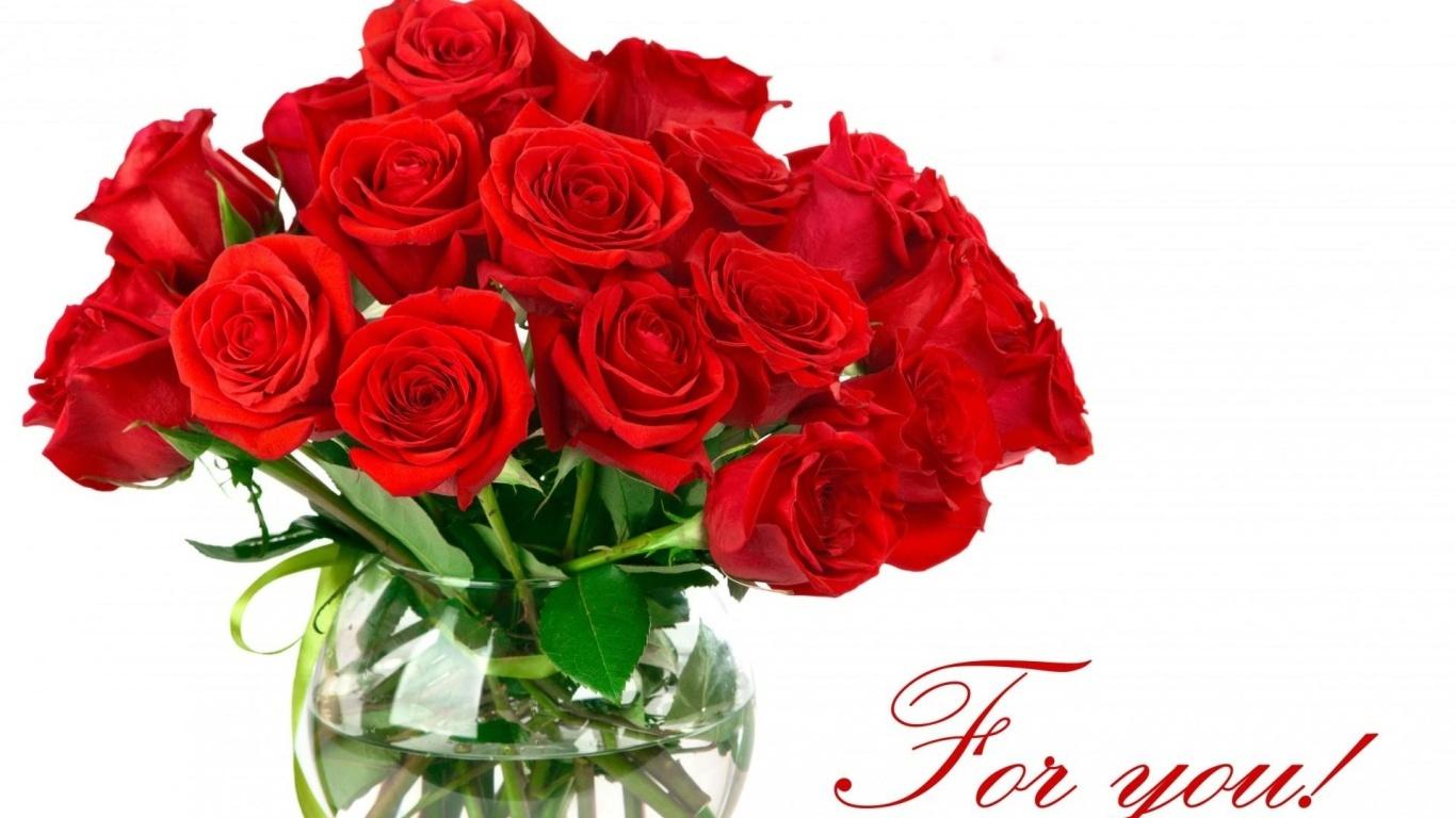 Букет красных роз на 8 марта в вазе - C 8 марта поздравительные картинки