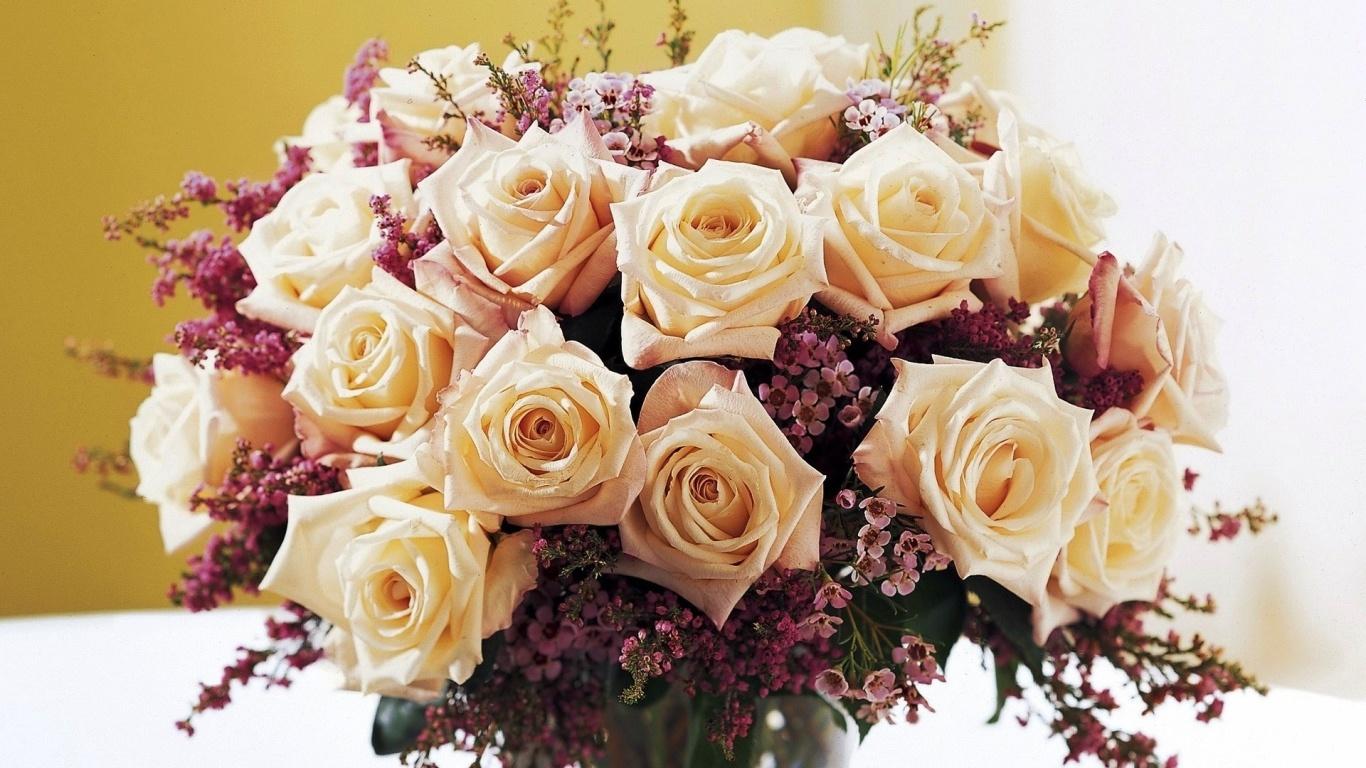 Красивый букет белых роз для девушки на восьмое марта - C 8 марта поздравительные картинки