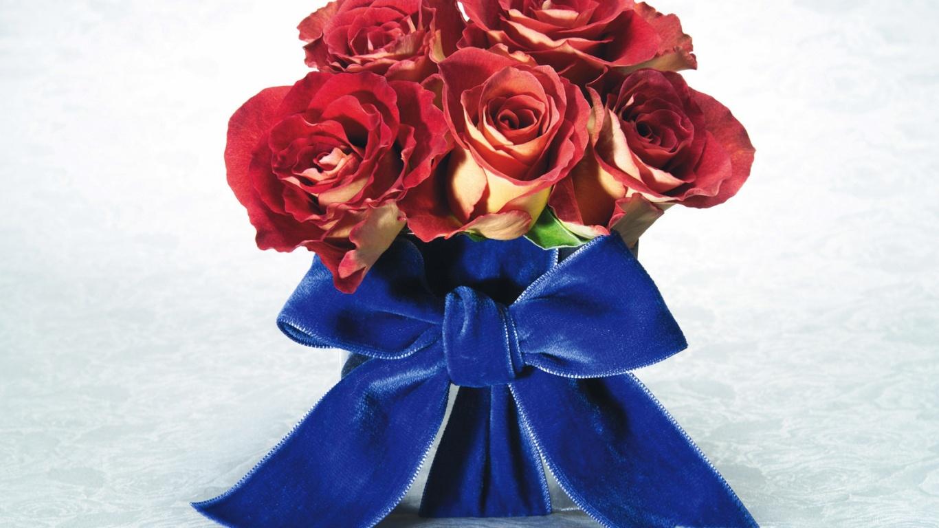Розы с бантом на 8 марта - C 8 марта поздравительные картинки