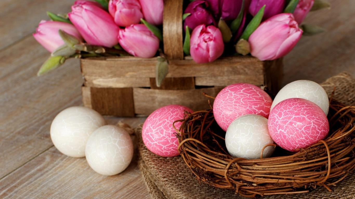 Белые и розовые яйца на Пасху - C Пасхой поздравительные картинки