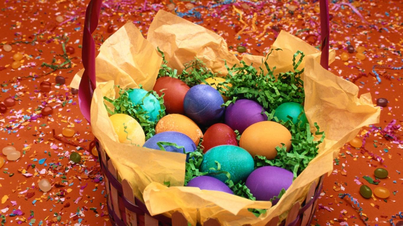 Корзина яиц среди конфети на Пасху - C Пасхой 2017 поздравительные картинки