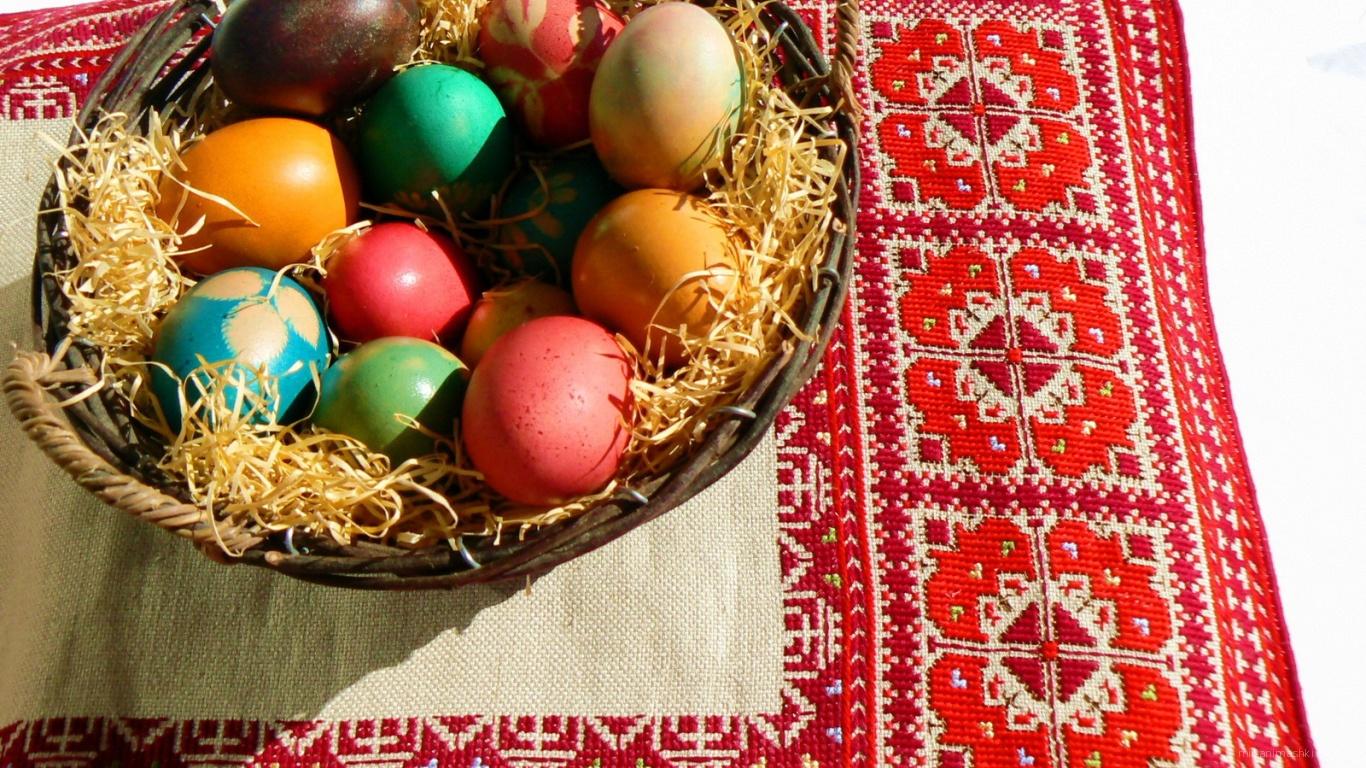 Корзина яиц на вышивке на Пасху - C Пасхой поздравительные картинки