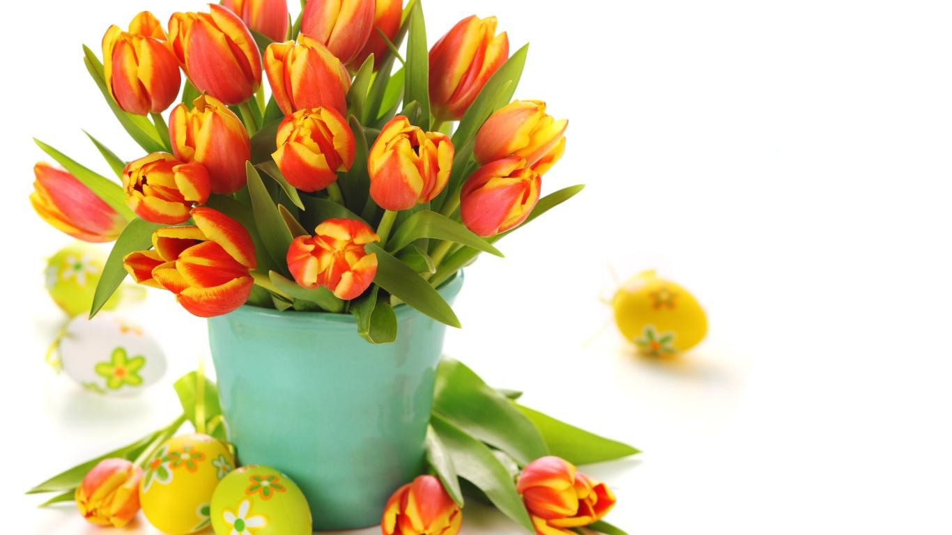 Букет тюльпанов и яйца на Пасху - C Пасхой поздравительные картинки