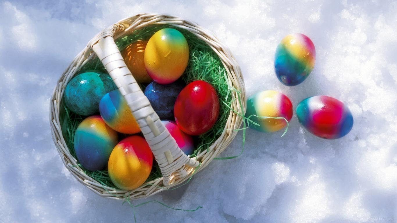 Корзина яиц на снегу на Пасху - C Пасхой поздравительные картинки