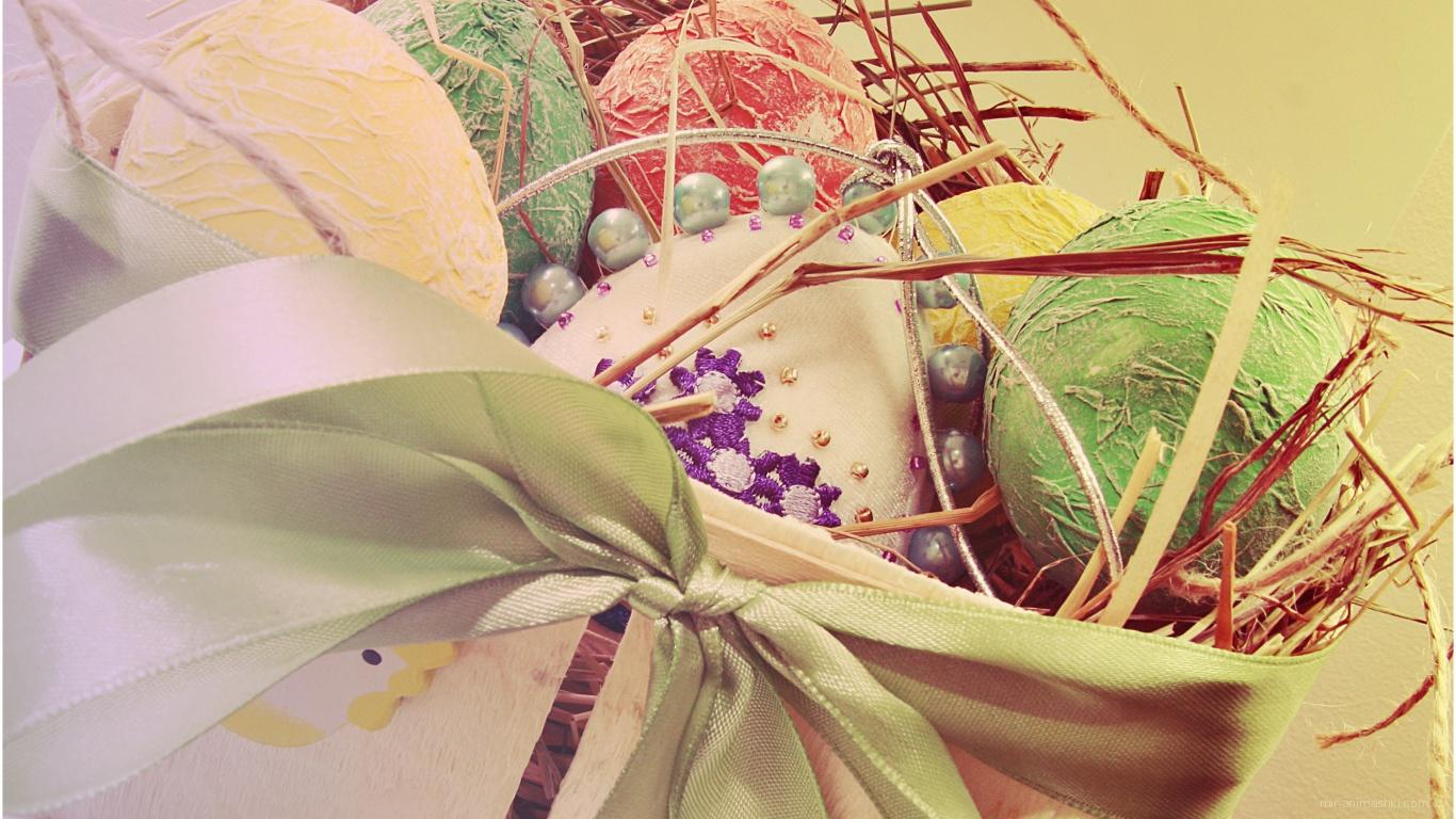 Яйца в корзине с сеном на Пасху - C Пасхой 2017 поздравительные картинки
