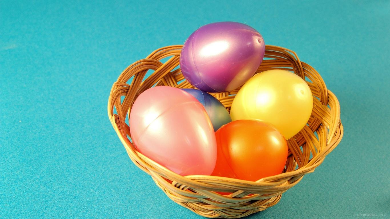 Яйца на голубом фоне на Пасху - C Пасхой поздравительные картинки