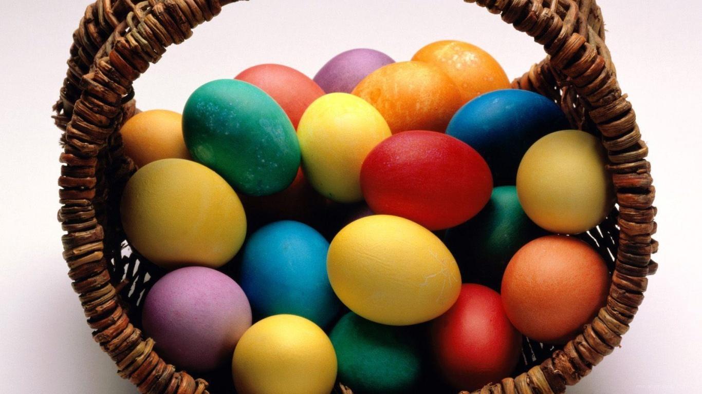 Плетеная корзина с яйцами на Пасху - C Пасхой поздравительные картинки