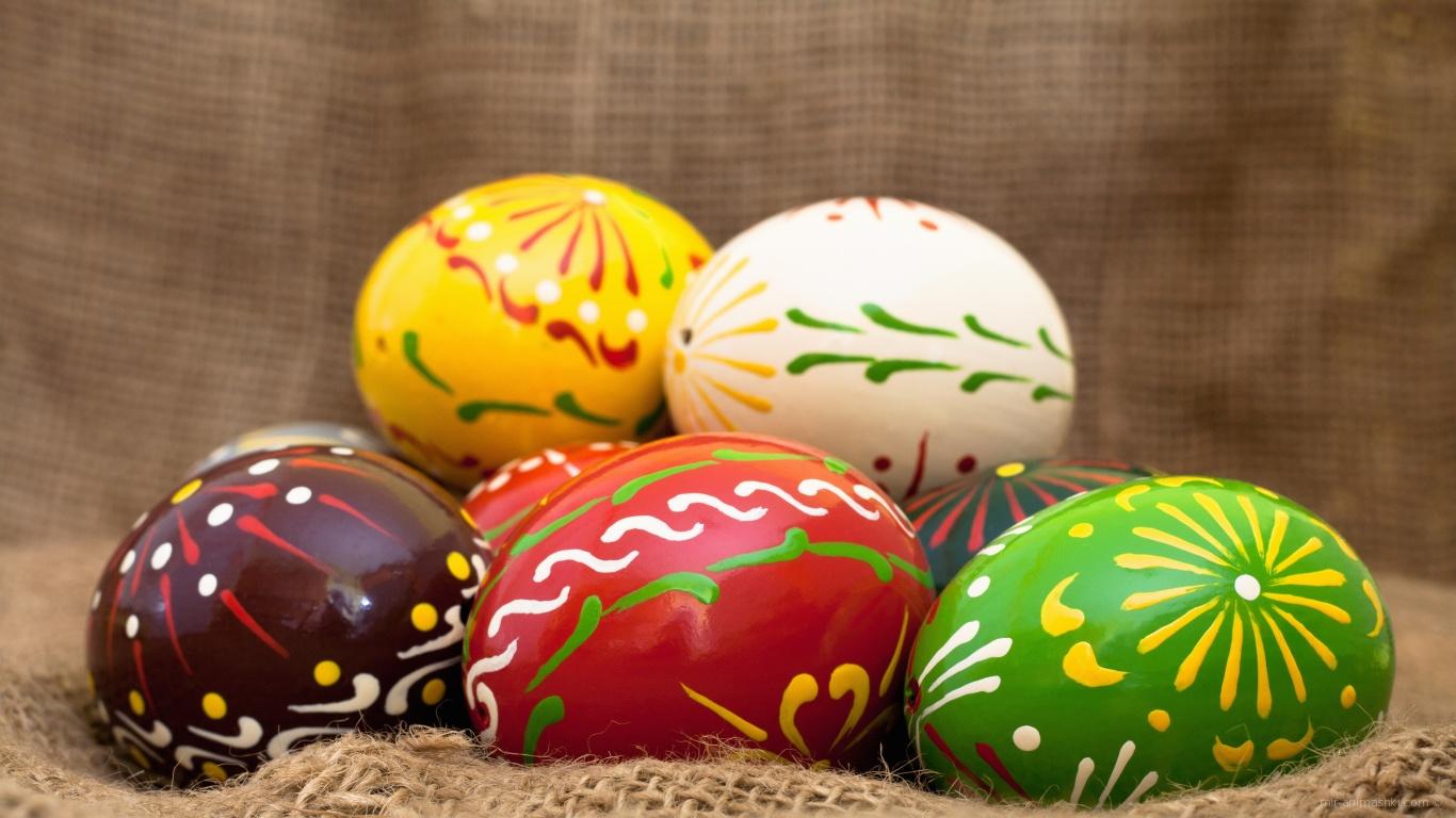 Яйца на мешковине на Пасху - C Пасхой поздравительные картинки