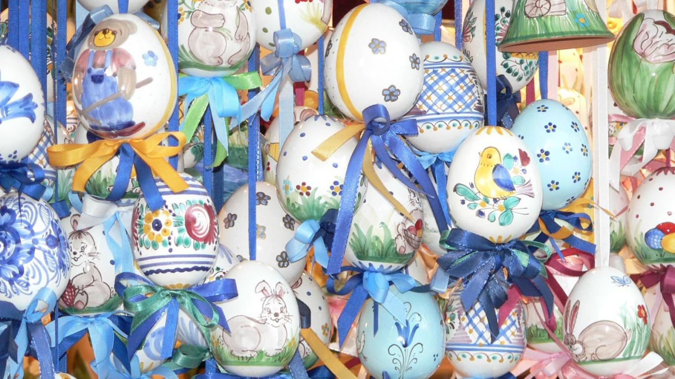Яйца на веревочках на Пасху - C Пасхой поздравительные картинки