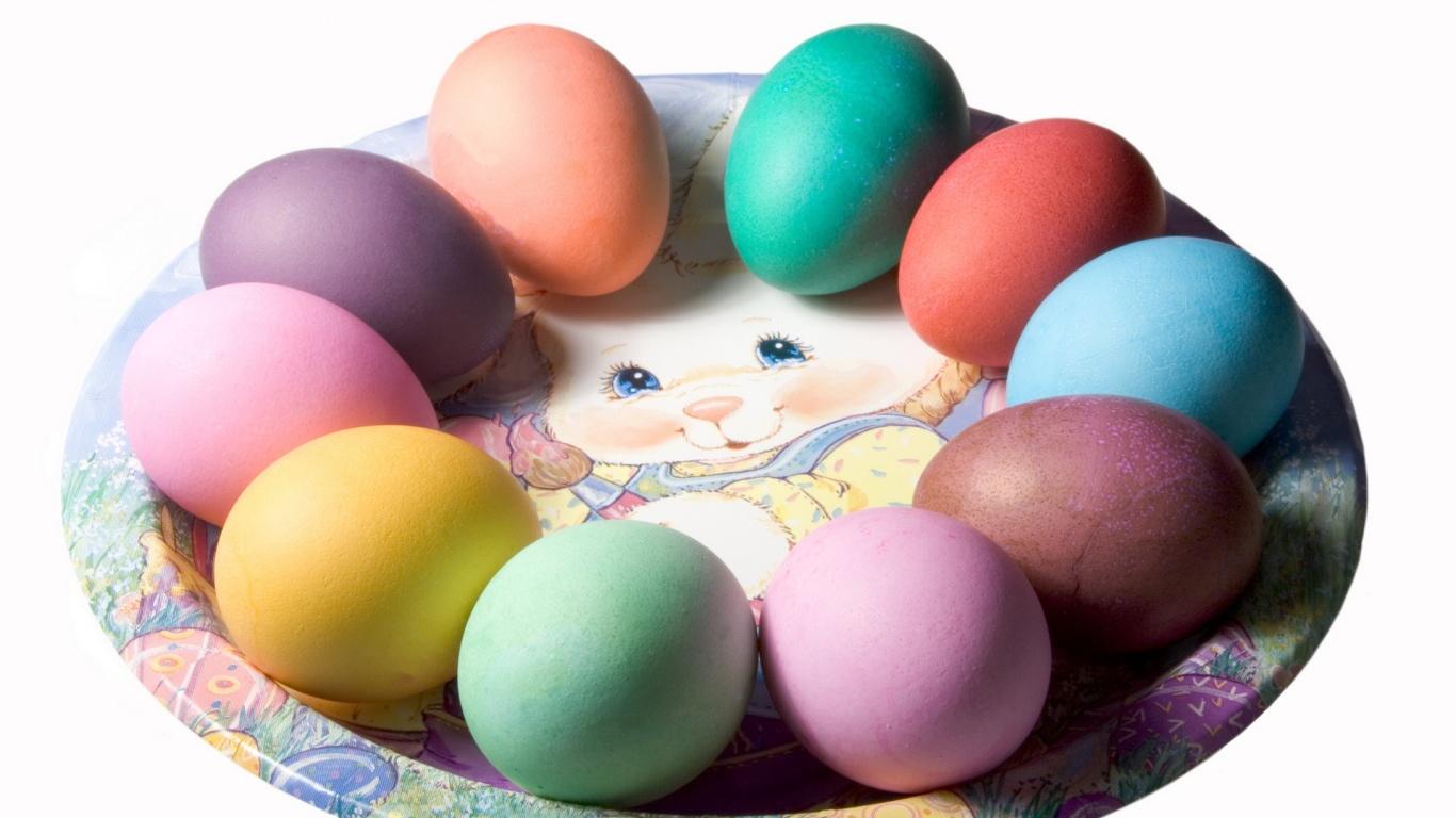 Яйца на тарелке на Пасху - C Пасхой поздравительные картинки