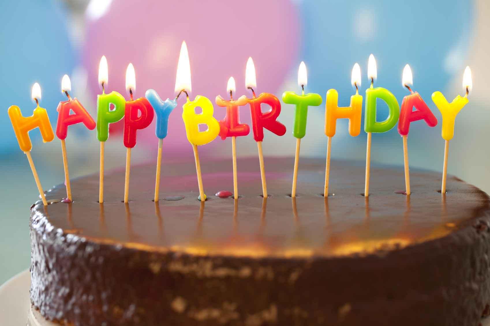 Вкусный шоколадный торт ко дню рождения - С Днем Рождения поздравительные картинки