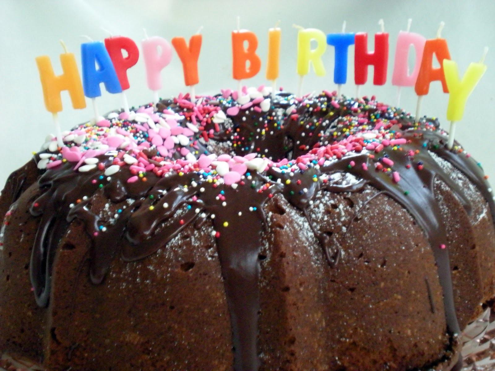 Шоколадный торт ко дню рождения - С Днем Рождения поздравительные картинки