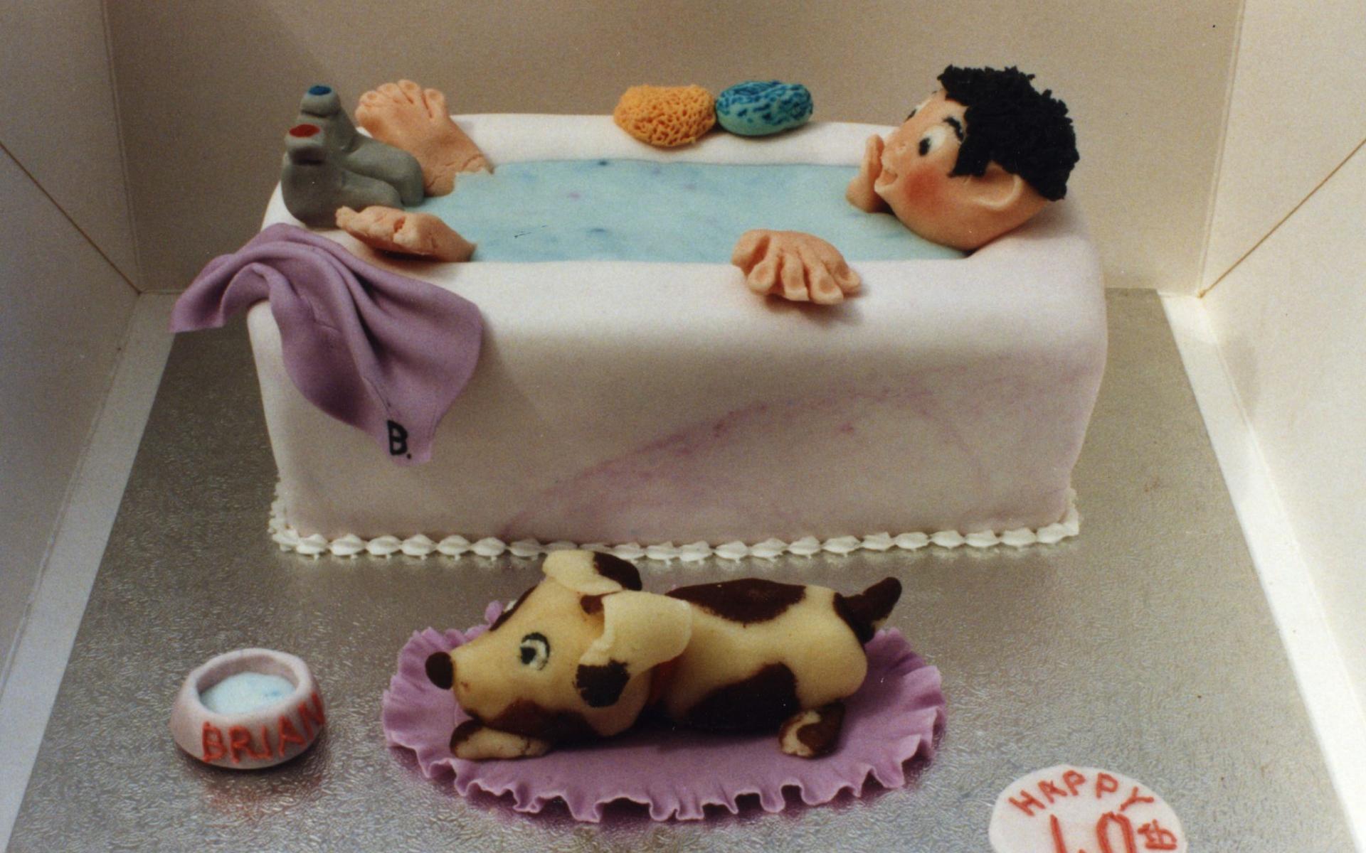 Торт в форме ванны - С Днем Рождения поздравительные картинки
