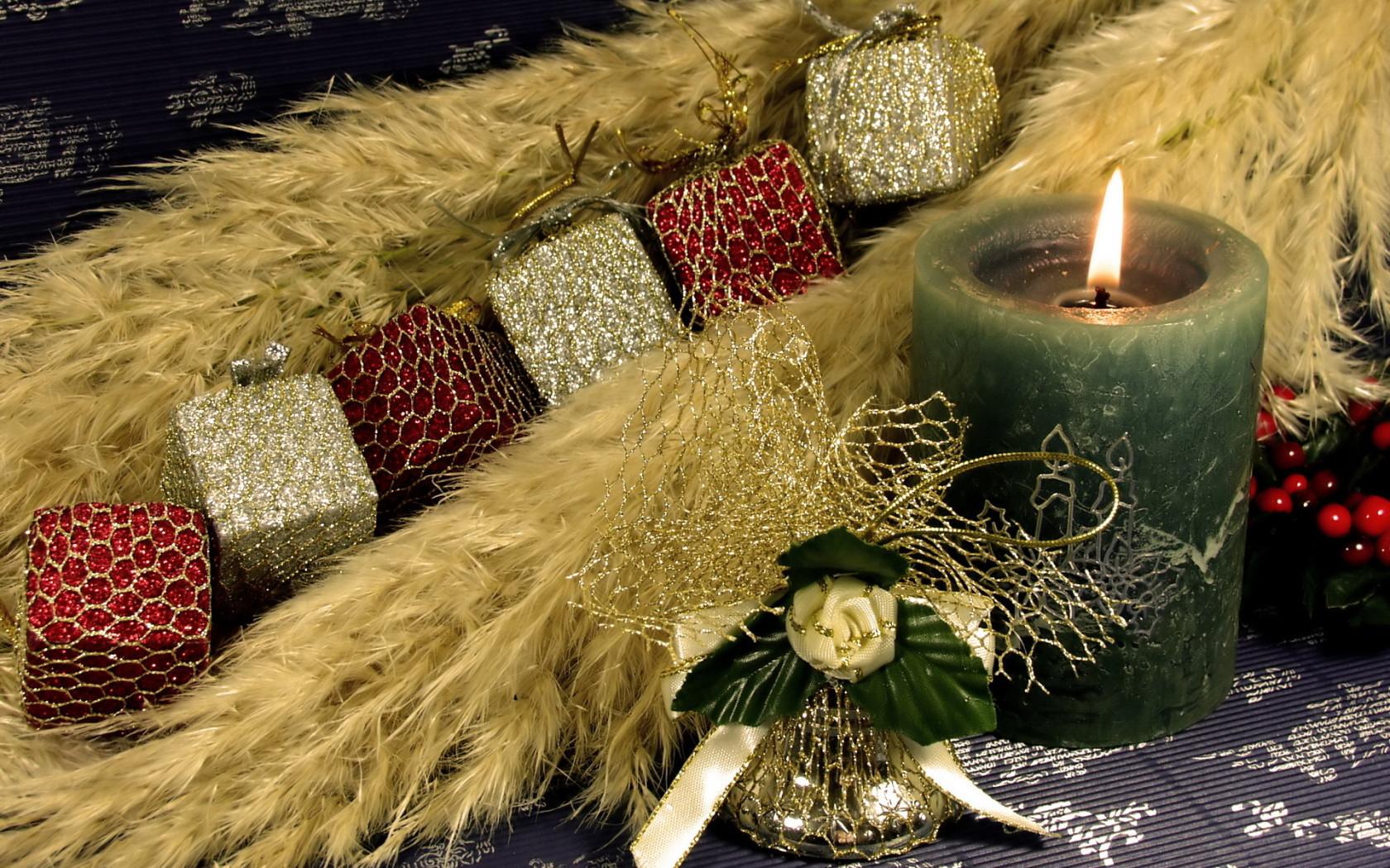 Свеча и украшения - C Новым годом  2018 поздравительные картинки