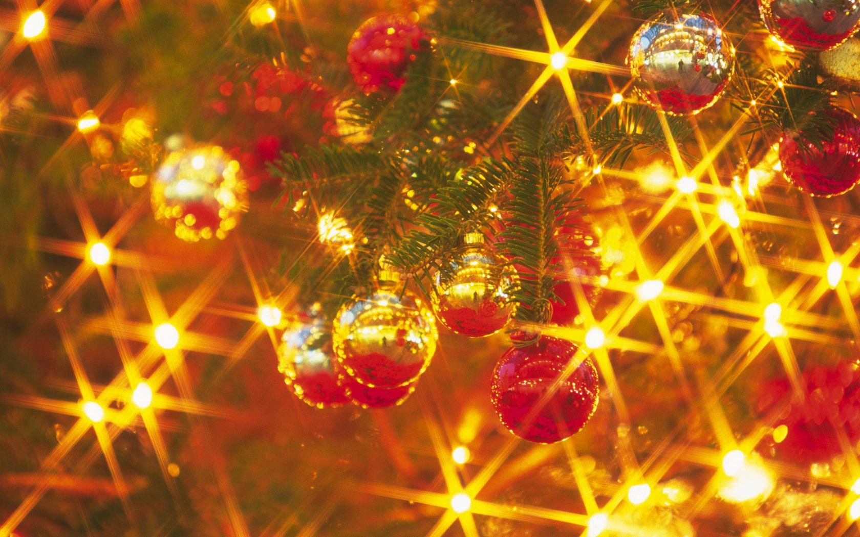 Шарики на елке - C Новым годом  2018 поздравительные картинки