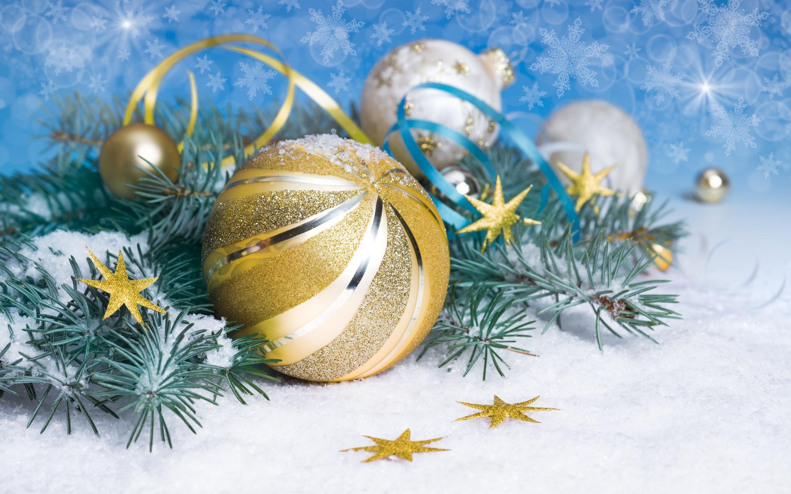 Новогодний золотистый шар - C наступающим новым годом 2017 поздравительные картинки
