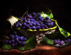 Виноград в корзине